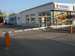 Suzuki szalon sorompója